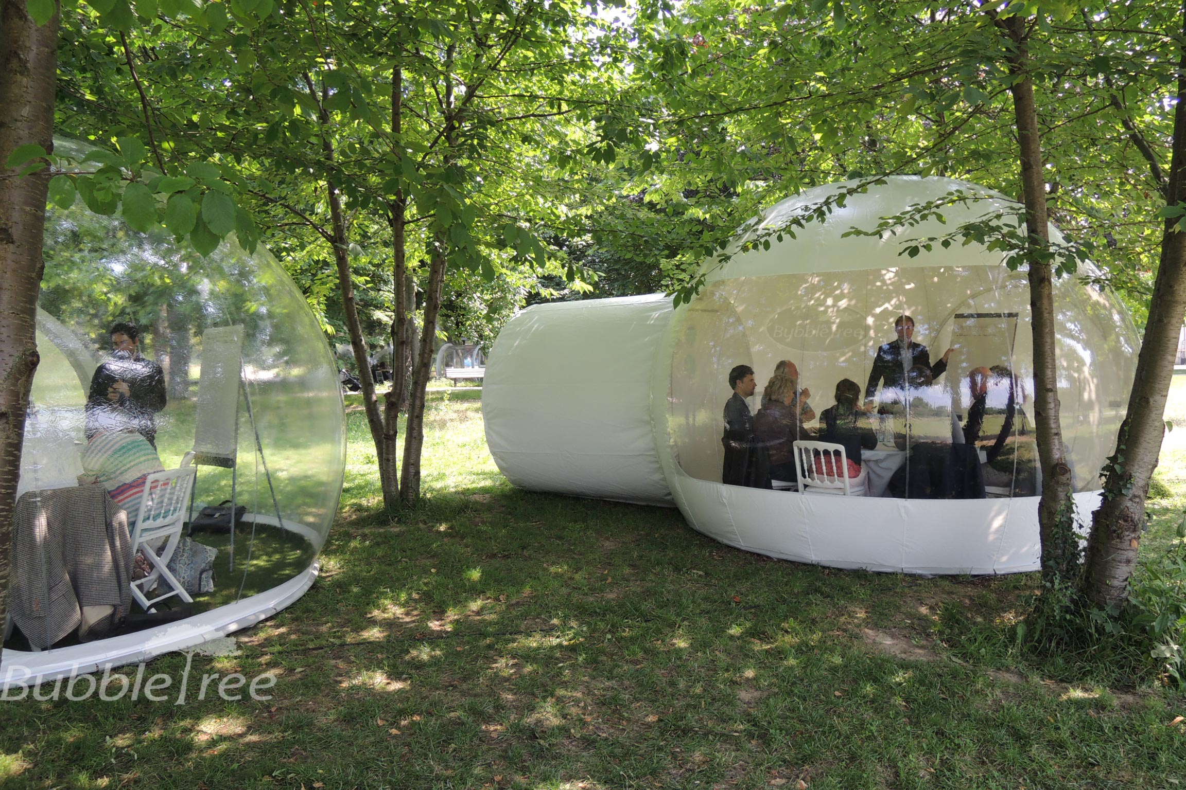 un espace de travail en pleine nature bubble tree. Black Bedroom Furniture Sets. Home Design Ideas